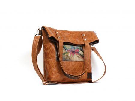 Un sac à main taupe et brun