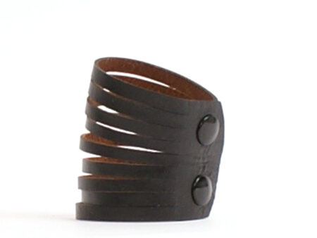 Un bracelet en cuir